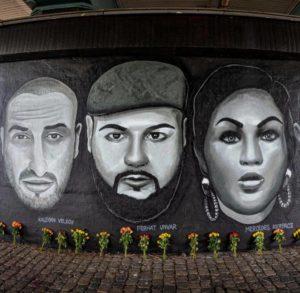Graffiti mit schwarz-weiß Porträts drei der Opfer des Anschlags in Hanau vom 19. Februar 2020